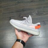 Кроссовки WMNS Adidas Yeezy Boost 350 V2 Gray Red